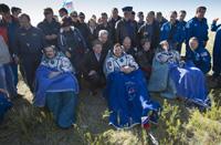 写真:第34次/第35次長期滞在クルーを乗せたソユーズ宇宙船(33S)の帰還(日本時間5月14日午前11時31分)