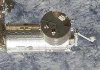 「きぼう」日本実験棟とロボットアーム(STS-124ミッション時撮影)(提供:NASA)