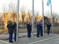 式典に参加する野口宇宙飛行士(左)と古川宇宙飛行士(左奥)(©NASA/Victor Zelentsov)
