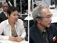 筑波宇宙センターでミッションの様子をモニタする石黒名誉教授(左)、逢坂教授(右)