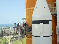 GUCPの交換の様子(6月14日)(提供:NASA)
