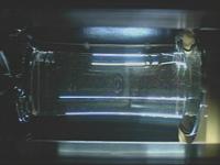 2008年9月27日のマランゴニ対流実験で形成された、マランゴニ対流を観察するための液柱の様子(cJAXA/諏訪東京理科大学)