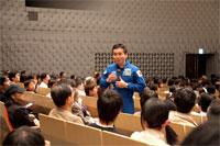 参加者からの質問に答える若田宇宙飛行士
