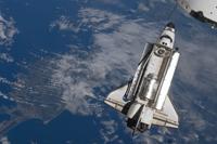ISSに接近するエンデバー号(提供:NASA)