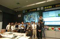 ISS長期滞在クルー交代と地上の「きぼう」運用管室(提供:JAXA)