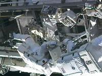 船外活動を行うカードウェル、ウィ―ロック両宇宙飛行士(出典:JAXA/NASA)