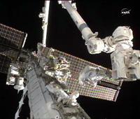 第2回目の船外活動を行うカードウェル、ウィーロック両宇宙飛行士(出典:JAXA/NASA)