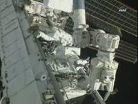 第3回目の船外活動を行うカードウェル、ウィーロック両宇宙飛行士(出典:JAXA/NASA)
