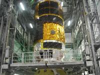 衛星分離部に結合される「こうのとり」2号機(出典:JAXA)