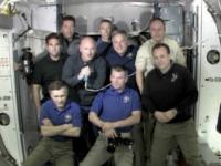 第28次長期滞在クルーとSTS-134クルーのお別れセレモニーの様子(出典:JAXA/NASA)