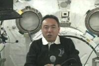 「きぼう」にて広報イベントを行う古川宇宙飛行士(出典:JAXA/NASA)