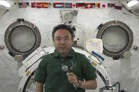 「きぼう」にて交信イベントを行う古川宇宙飛行士(出典:JAXA/NASA)