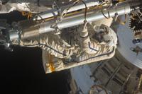 船外活動を行うヴォルコフ宇宙飛行士(出典:JAXA/NASA)