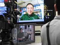 宇宙医学実験支援システムの技術実証実験を行う古川宇宙飛行士(出典:JAXA)