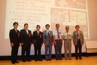表彰式に参加したJAXAおよび「きぼう」ロボットアームの開発に携わった企業と運用を担当している企業の関係者(出典:JAXA)
