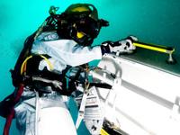 NEEMO15訓練にて、船外活動を行う大西宇宙飛行士(出典:JAXA/NASA/NOAA/UNCW)