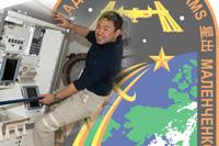 星出宇宙飛行士とISS第32次長期滞在クルーパッチ(出典:JAXA/NASA)
