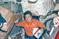 STS-95ミッション(1998年)時の向井宇宙飛行士(出典:JAXA/NASA)