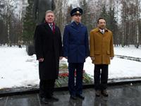 帰還歓迎式典に参加する(右から)古川、ヴォルコフ、フォッサム宇宙飛行士(出典:JAXA/NASA/Carla Cioffi)
