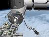 「きぼう」ロボットアームに把持された小型衛星放出機構