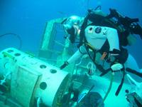 事前訓練でダイビングを行う油井宇宙飛行士(出典:JAXA/NASA)