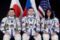 星出(左)宇宙飛行士ら第32次/第33次長期滞在クルー(出典:JAXA/GCTC)