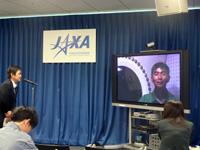 油井宇宙飛行士による記者会見の様子(出典:JAXA)