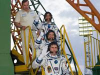 射点にて、31S搭乗直前の星出宇宙飛行士ら(出典:JAXA/NASA/Carla Cioffi)