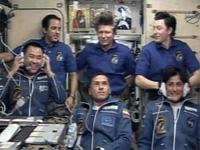 ISS入室後、地上との通信を行う星出宇宙飛行士ら(前列3名)(出典:JAXA/NASA)
