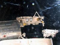 「きぼう」船外実験プラットフォームに移設される曝露パレット(出典:JAXA/NASA)