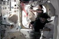 9月5日の船外活動に向けた準備を行う星出、ウィリアムズ両宇宙飛行士(出典:JAXA/NASA