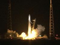 ドラゴン補給船運用1号機の打上げ(出典:JAXA/NASA)
