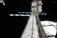 予備のラジエータ展開の様子(出典:JAXA/NASA)