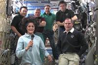 コマンダーの指揮権移譲セレモニーの様子(出典:JAXA/NASA)