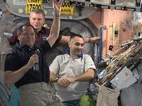 軌道上で感謝祭を祝う第34次長期滞在クルー(出典:JAXA/NASA)