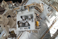 軌道上のRRM実験装置(出典:JAXA/NASA)