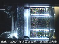 マランゴニ対流実験で生成された液柱の画像(2012年6月撮影)(出典:JAXA/横浜国立大学/東京理科大学)