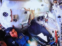 訓練中の若田宇宙飛行士(出典:JAXA/GCTC)