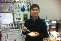 訓練中の油井宇宙飛行士(出典:JAXA/NASA)