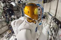 「デスティニー」(米国実験棟)で試験中のR2(出典:JAXA/NASA)