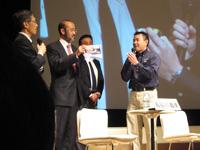 ミッション報告会に参加する星出宇宙飛行士とJAXA関係者(出典:JAXA)