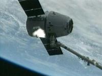 SSRMSに把持されたSpX-2(出典:JAXA/NASA)