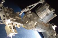 軌道上の「きぼう」日本実験棟(出典:JAXA/NASA)