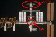プログレス補給船(29P)と欧州補給機(ATV)(1Jドッキング前に ISS下方から撮影)(提供:NASA)